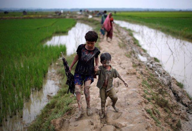 Refugiados rohingya en la frontera entre Bangladesh y Birmania
