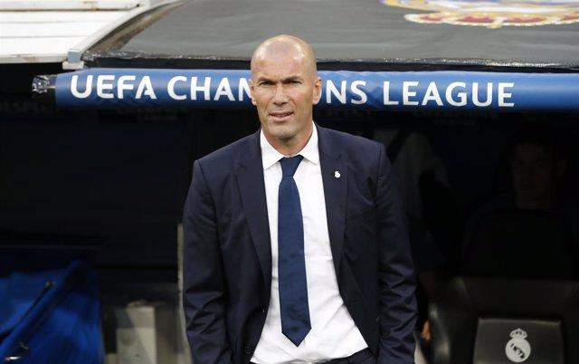 Zidane en el banquillo