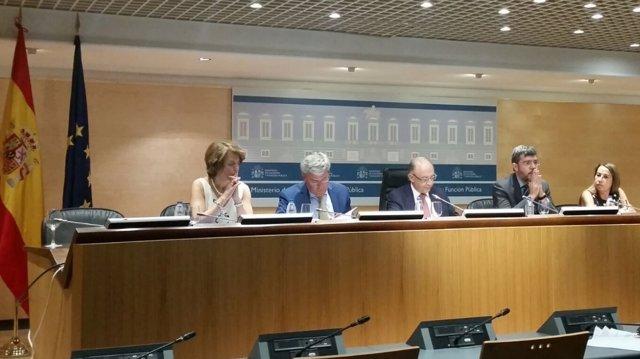Hisenda: Cristóbal Montoro, Fernández Moya, Alberto Nadal i Elena Collado.