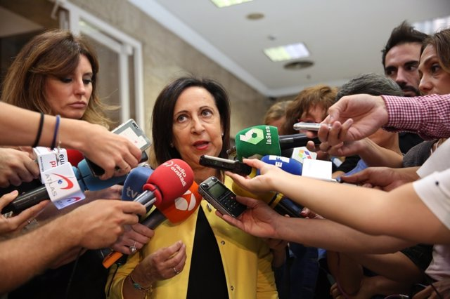 Margarita Robles atiende a los medios tras presentar una proposición de ley