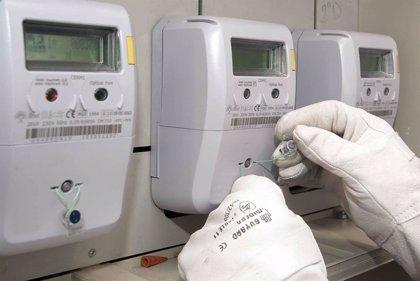 El PP quiere obligar a las eléctricas a compartir con sus clientes los datos de consumo de los nuevos contadores