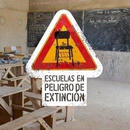 Cartel de la campaña 'Escuelas en peligro de extinción' de Entreculturas
