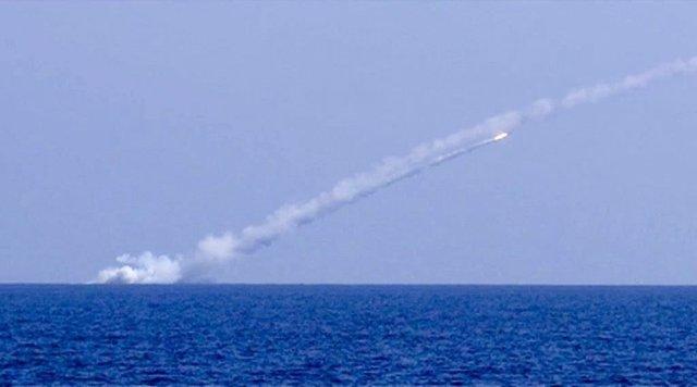 Un misil submarino lanzado por la Marina rusa contra Estado Islámico