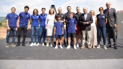 Bartomeu i Iniesta posen junts la primera pedra de l'Estadi Johan Cruyff (GERMÁN PARGA/FCB)