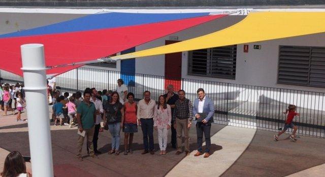 Esther Ruiz (dcha.) visita el CEIP Teresa Comino de Villafranca de Córdoba