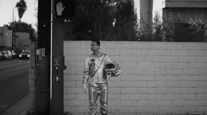 Dave Gahan, un astronauta solitario lanzado al espacio en el nuevo videoclip de Depeche Mode: Cover me