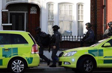 Un atac amb una bomba casolana deixa 18 ferits al metro de Londres (REUTERS)