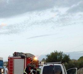 Herido grave un joven al colisionar su furgoneta contra un camión en Lorca
