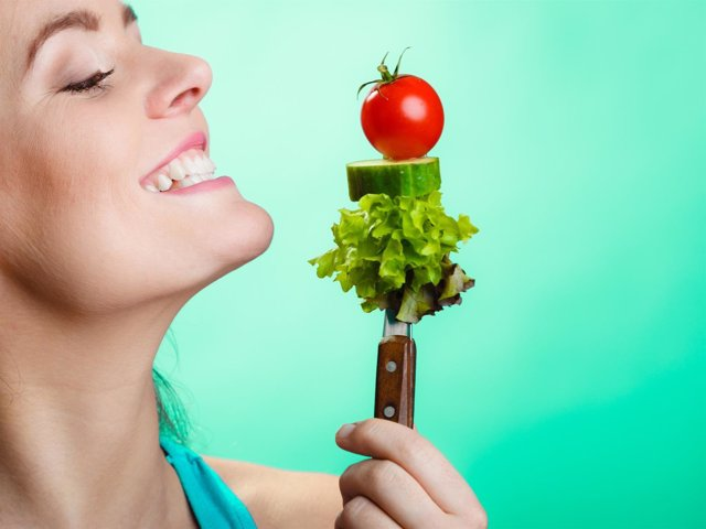 Comida sana, sonrisa, comer, feliz, verduras, hambre