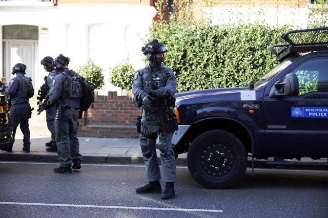 Policía fuera de la estación de Metro de Parsons Green en Londres
