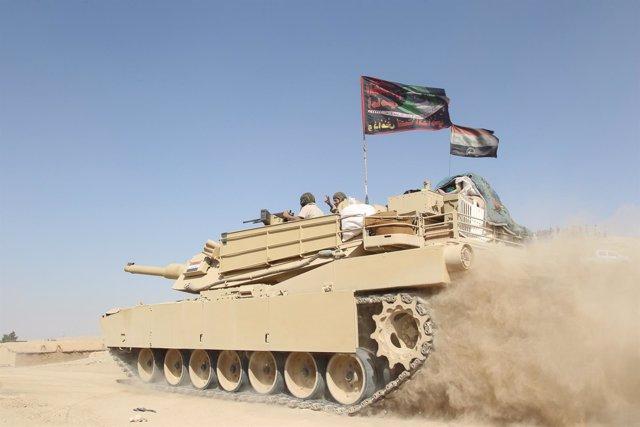 Un carro de combate del Ejército iraquí