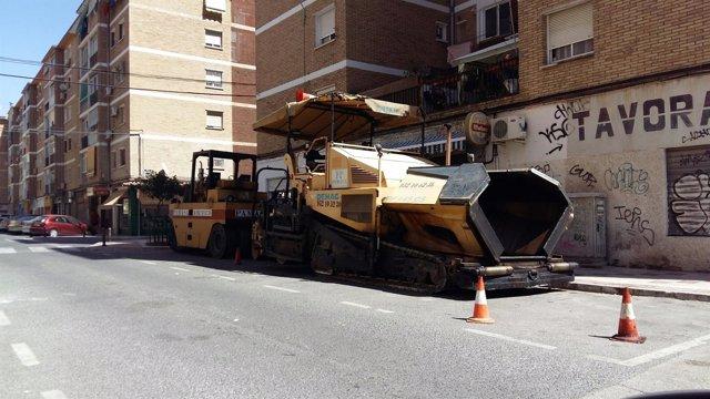Maquina asfaltado asfaltar asfalto obra barriada málaga Las Delicias vía ciudad