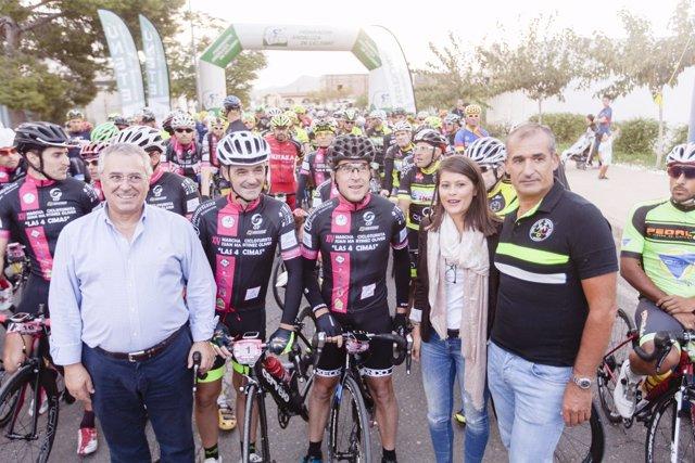 Salida de la prueba ciclista de 'Almería Activa'