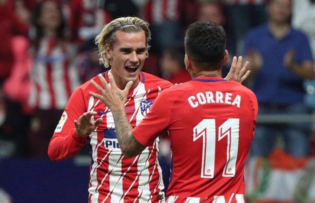 Griezmann y Correa celebran el primer gol del Atlético en el Wanda Metropolitano