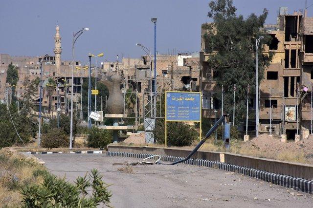 Edificios dañados en la ciudad de Deir Ezzor