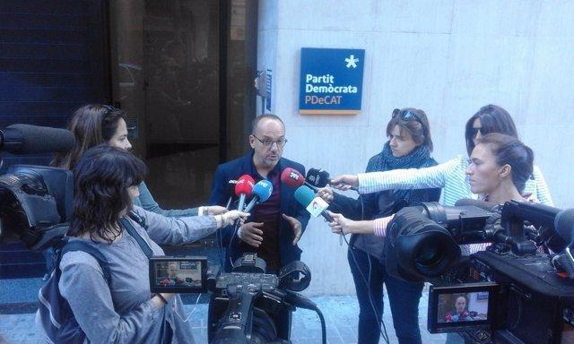 Carles Campuzano (PDeCAT) atiende a los medios en Barcelona
