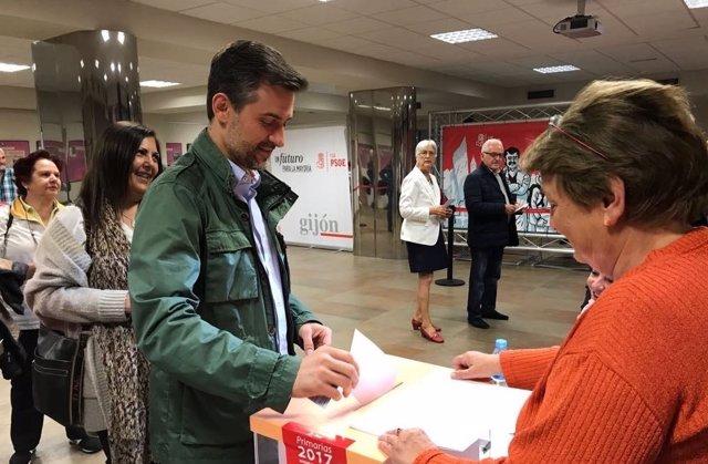 José María Pérez vota en las primarias a la Secretaría General de la FSA