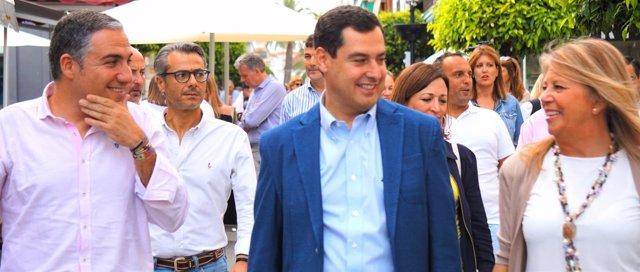 Elías Bendodo, Juanma Moreno y Ángeles Muñoz, en Marbella