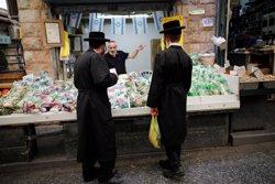 Detinguts vuit jueus ultraortodoxos durant una manifestació que va derivar en aldarulls a Jerusalem (REUTERS / AMIR COHEN)