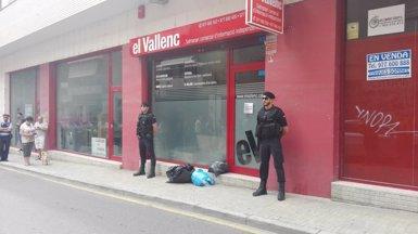 La Guàrdia Civil escorcolla la seu d'Unipost a Terrassa (Barcelona) (TWITTER SALVADOR HEREU)