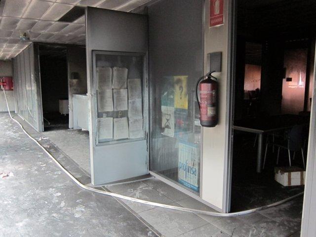 Passadís de la Ciutat de la Justícia afectat pel foc