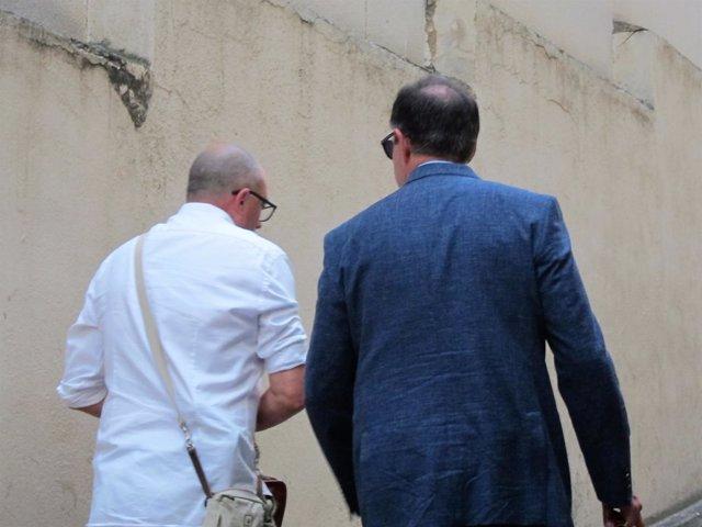 El fiscal Miguel Ángel Subirán y el juez Manuel Penalva salen del Juzgado
