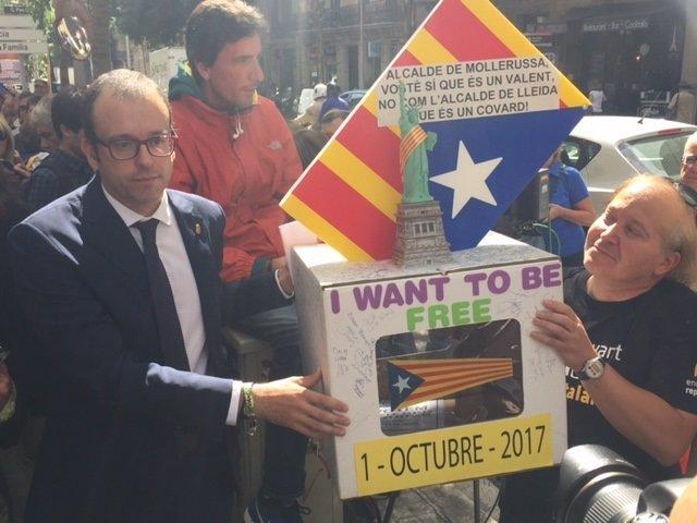 El alcalde de Mollerusa, Carles Solsona, tras comparecer ante la Fiscalía