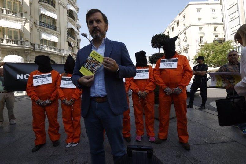 """'Hazte Oir' vuelve a sacar su 'bus' a la calle: """"Podemos y su Ley Mordaza LGTBI ¡van a por tus hijos!"""""""