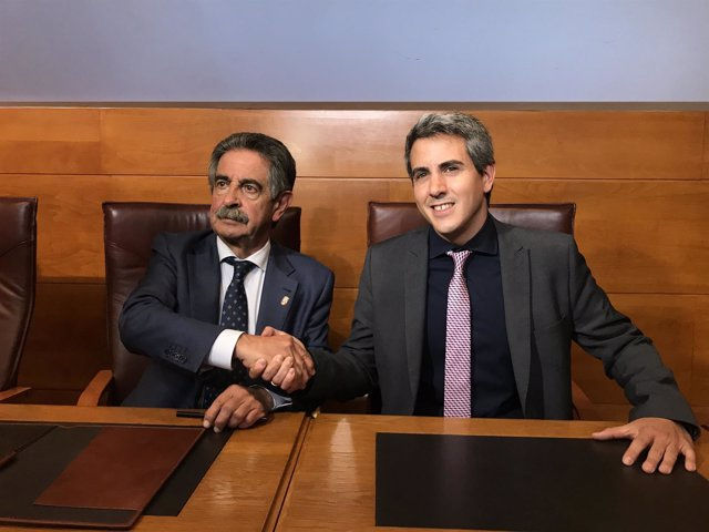 Revilla y Zuloaga se dan la mano tras rurbricar la adenda al pacto de gobierno