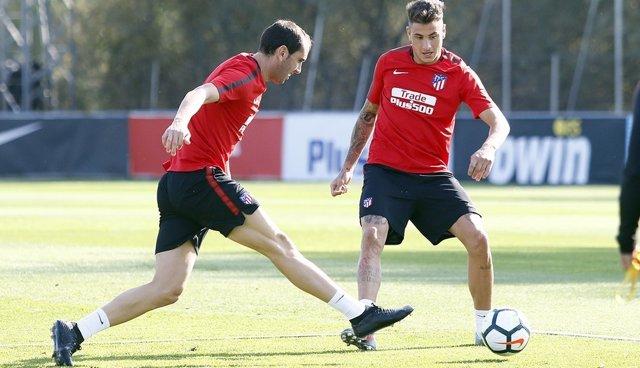 Godín y Giménez entrenan con el Atlético de Madrid