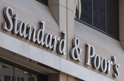 S&P retira del bono basura a la filial portuguesa de Santander y a BPI (CaixaBank)