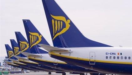 Ryanair ofrece hasta 12.000 euros a sus pilotos si renuncian a días libres