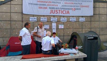 Roban por la noche en el campamento de los afectados por el cierre de Fórum  y Afinsa que hacían una huelga de hambre