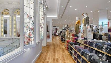 Tradición y modernidad: Así es la primera tienda de Uniqlo en Barcelona
