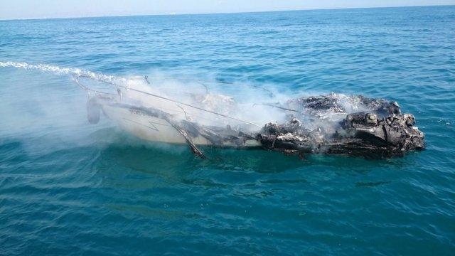 Un barco se incendia frente a la costa de El Perelló (Sueca)
