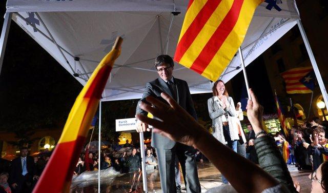 Puigdemont en un acto en favor de la independencia de Cataluña en Gerona