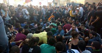 Concluye el registro de Unipost tras desalojar los Mossos una protesta que impedía el paso a la comitiva judicial