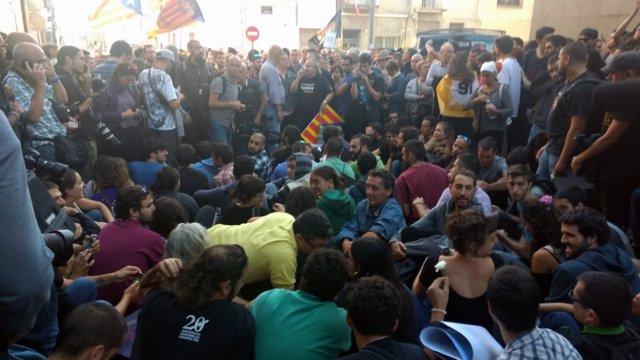 Concentración contra el registro d Unipost en Terrassa (Barcelona)
