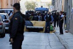 La Guàrdia Civil marxa després de 14 hores de registre a la seu d'Unipost de Terrassa (ACN)