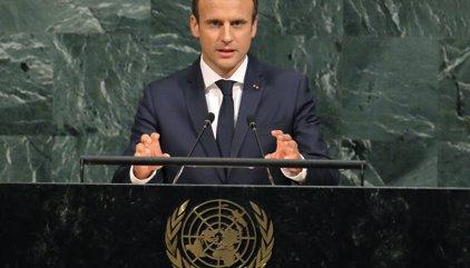 """Macron rechaza una """"escalada"""" con Corea del Norte y defiende el acuerdo nuclear con Irán"""