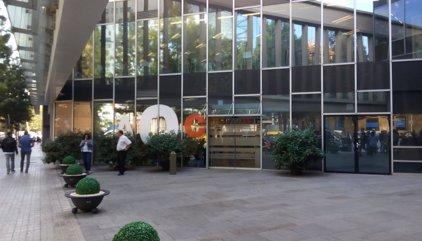 La Guardia Civil espera a un empleado para registrar un despacho de la AOC