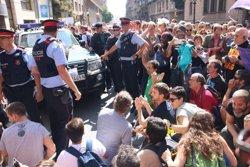 Tensió entre manifestants i policia en un dels escorcolls a Via Laietana (ACN)