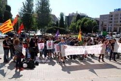 Un centenar de persones es concentren davant la subdelegació de l'Estat a Tarragona en defensa de l'1-O (ACN)