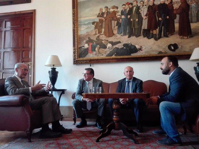 De la Torre, Cortés y Eticom en la firma de un convenio