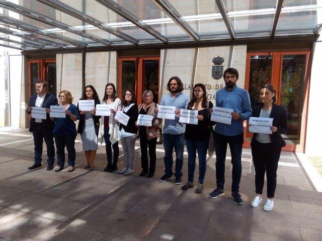 Diputados de En Marea y del BNG se concentran contra las detenciones en Cataluña