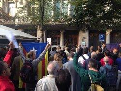 Els llibreters catalans, indignats per la manera de procedir dels cossos policials (Europa Press)