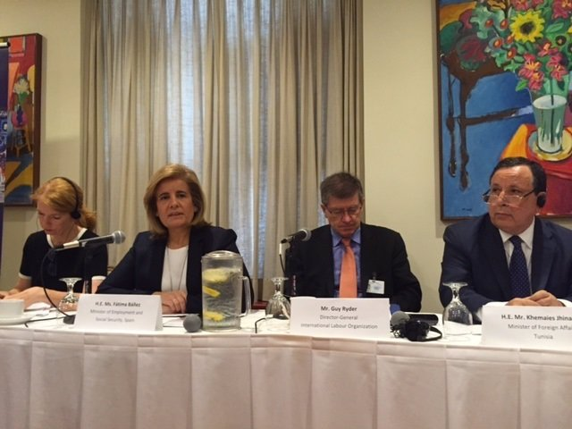 La ministra de Empleo, Fátima Báñez, y el director de la OIT, Guy Ryder.