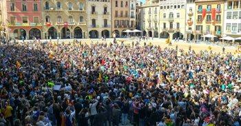 Más de mil personas se concentran en Vic (Barcelona) contra la operación policial
