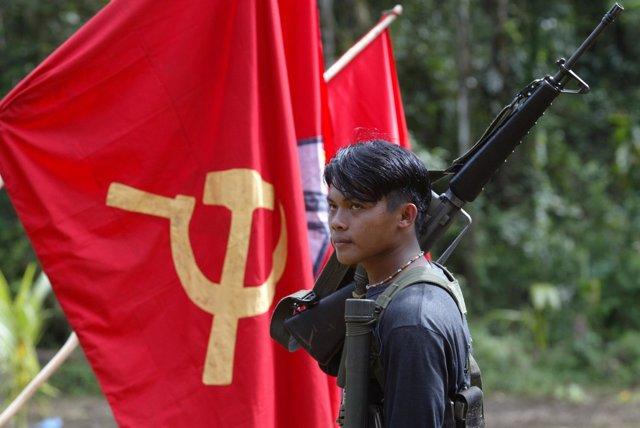 Guerrillero del Nuevo Ejército Popular (NEP) maoísta de Filipinas