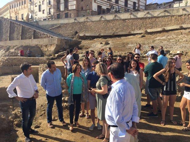 Sánchez Rubio clausura el campo de trabajo del teatro romano de Guadix